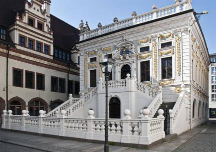 Die Alter handelsbörse: Ein kleiner barocker Bau mit einem Saal für etwa 190 Personen (Stand 15.5.2020 bis zu 50 zulässig nach Hygieneverordnung) in 2 Etagen. Davor eine Freitreppe mit einem Hof. Zentral gelegen in Leipzig