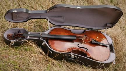 William Forster Cello (London 1780) privat zu verkaufen ab sofort. Interessenten melden sich bitte unter mail(at)lukasdreyer.de